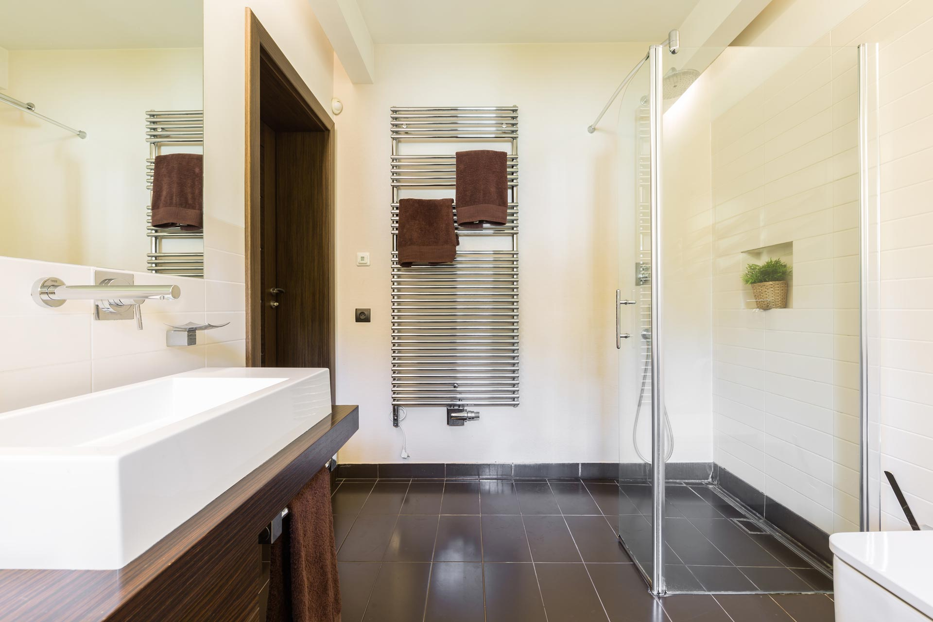 5 Ways To Give Your Condo Bathroom A Makeover